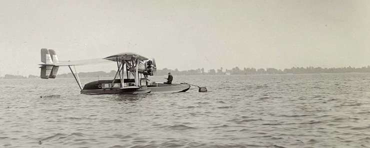 Seaplane on lake Ontario