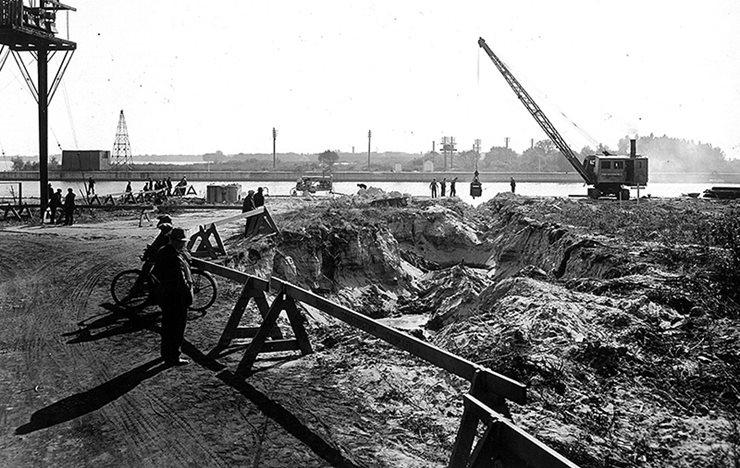 construction crews digging